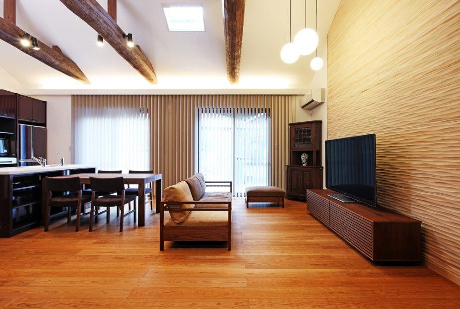 京都・木津川市で建て替えの注文住宅。吹き抜けのある和モダンLDK。